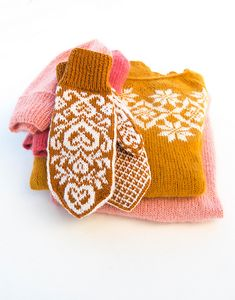 Ravelry: Pepperhjertevotter / Ginger heart mittens by Marianne J. Knitted Mittens Pattern, Fair Isle Knitting Patterns, Knit Mittens, Crochet Patterns, Hat Patterns, Stitch Patterns, Loom Knitting, Free Knitting, Knitting Machine