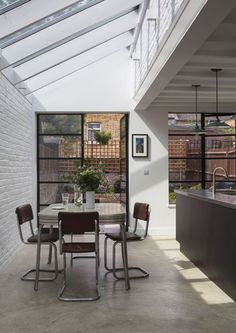 How a grim Victorian terrace in Peckham became a much-loved family home VCDesign loves this side return extension Black crittal style doors and bagged brickwork Victorian Terrace House, Victorian Kitchen, Victorian Homes, Extension Veranda, Crittal Doors, Crittall Windows, Side Return Extension, Rear Extension, Extension Ideas