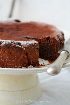 Torta al cioccolato con savoiardi e formaggio spalmabile