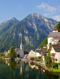 HALLSTATT, AUSTRIA love the town on the water with the mountains in the background