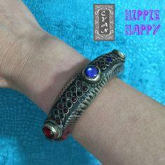 Pulseras totalmente hecha a mano y con materiales de gran calidad. Sus diseños únicos y exclusivos, junto con su colorido hacen que sean el complemento ideal para llevar en tu muñeca. Si te ves con ellas luciéndolas, mándanos un mensaje y le daremos un toque elegante y étnico a tu look. #modamujer #Cyan #faldas #falda #étnico  #hindú #India #Pakistán #HippieHappy #exclusiva #pulseras #brazaletes #artesanía