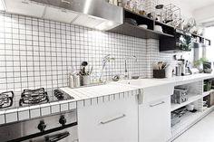 Detalhe do balcão de trabalho da área da cozinha
