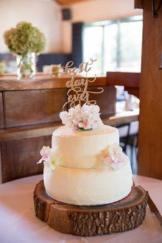 Rustic and gold wedding cake   Astra Bridal Bride Megan   Photography by Laura Ridley   www.borrowedandblue.kiwi