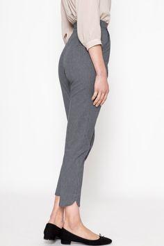 Cigarette pants 1950s Fashion Pants, Fashion Dresses, Vintage Pants, Vintage Outfits, Choses Cool, Pantalon Cigarette, Size Model, Actresses, Shit Happens