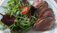 Jak připravit kachní prsa se zeleninovým salátem   recept Steak, Pork, Food And Drink, Menu, Kale Stir Fry, Menu Board Design, Steaks, Pork Chops