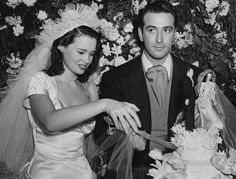 Heiress Gloria Vanderbilt wed movie producer Pat DiCicco in Beverly Hills on December 28,1941. Even back then, the future fashion designer was ahead of her time: Even though cake toppers (reportedly) made their debut during the Victorian era, they didn't become popular until the 1950s.