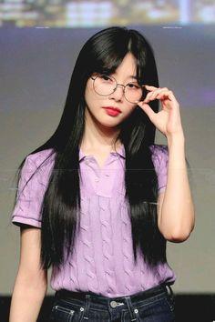 South Korean Girls, Korean Girl Groups, Black Hair Aesthetic, Kim Min Ji, Battle Dress, Chanyeol Baekhyun, Pink Princess, Drawing People, K Idols