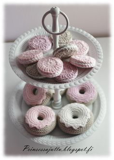 Crocheted desserts | Prinsessajuttu: Virkatut pikkuleivät