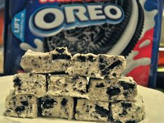 Cookies 'N Cream Fudge recipe is the soft and decadent oreo fudge recipe that is always a hit. Fudge Recipes, Candy Recipes, Sweet Recipes, Dessert Recipes, Cookies And Cream Fudge, Cream And Fudge, Just Desserts, Delicious Desserts, Yummy Food