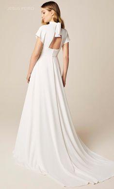 Vestido novia Jesús Peiró Ref.946 Elegant White Dress, Dress Outfits, Fashion Dresses, Open Back Wedding Dress, Contemporary Fashion, Beautiful Outfits, Bridal Dresses, Nice Dresses, Marie