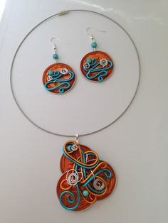parure collier capsules nespresso fil alu turquoise argent orange et BO assorties Door And Window Design, Washer Necklace, Pendant Necklace, Cup Art, Amber Ring, Bijoux Diy, Wire Wrapped Jewelry, Upcycle, Turquoise