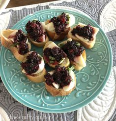 Summer Blackberry bruschetta from Julie @ The Crafty Quilter. An easy variation on a classic using blackberries instead of tomatoes. Bruchetta Recipe, Gourmet Recipes, Healthy Recipes, Bacon Fries, Salty Cake, Recipe Mix, Blackberries, Savoury Cake, Clean Eating Snacks