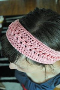 DIY hairband - this pattern is not in English, but seems like Google translate would help make it mostly decipherable.