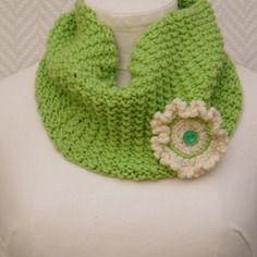46d7393aa601 Echarpe, snood vert pomme en laine tricotée main pour adulte ou enfant  Echarpe Snood,