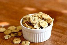 Dill Oyster Crackers - tried on - this recipe is a keeper. wish I could have found the *normal* hexagon-shaped crackers, though :( Oyster Cracker Snack, Ranch Oyster Crackers, Appetizer Recipes, Snack Recipes, Snacks, Appetizers, Yummy Recipes, My Favorite Food, Favorite Recipes