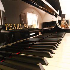 Pianos de cauda e verticais Pearl River, encontra no Salão Musical de Lisboa. Venha experimentar os nossos pianos http://www.salaomusical.com/pt/search/?bxOrd=pasc&bxPgs=10&bxPag=1&bxTxt&bxPrc=0&bxMrc=18&bxCat=0&bxRef