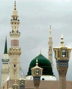Masjid Al Nabawi in Madinah - Saudi Arabia Masjid Haram, Al Masjid An Nabawi, Islamic Images, Islamic Pictures, Islamic Messages, Islamic Art, Islamic Architecture, Beautiful Architecture, Architecture Design