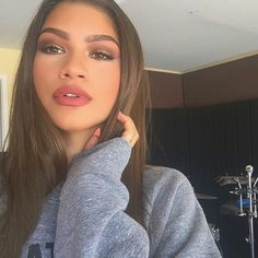 Zendaya make-up looking on fleek. #beautifulasalways