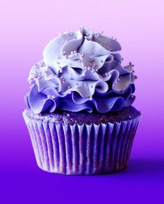 Tag a friend who loves purple! Cupcake Recipes, Cupcake Cakes, Dessert Recipes, Food Cakes, Köstliche Desserts, Delicious Desserts, Beautiful Cakes, Amazing Cakes, Cupcakes Decorados