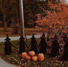 (32) Sometimes less is more 🕷🎃 : halloween Halloween Series, Diy Halloween Games, Scary Halloween Decorations, Halloween Costumes For Teens, Halloween Porch, Outdoor Halloween, Halloween Projects, Holidays Halloween, Halloween Recipe