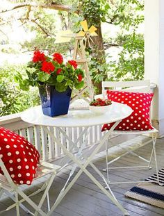 red polka dots...hmmm...maybe a way to incorporate my existing red in a way more to my taste...