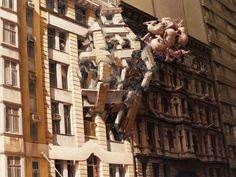 椎名林檎の「ありあまる富」のMVみたいですね。 Jeremy Geddesは超現実主義的な作品を世...