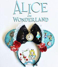Your place to buy and sell all things handmade - Alice in Wonderland Minnie Ears Estás en el lugar correcto para home organization Aquí presentamos - Diy Mickey Mouse Ears, Diy Disney Ears, Disney Mickey Ears, Disney Bows, Disney Art, Disney Ideas, Disney Style, Disney Ears Headband, Disney Headbands