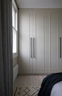 Bedroom Built In Wardrobe, Bedroom Closet Design, Bedroom Wardrobe, Home Bedroom, Wardrobes For Bedrooms, Zen Bedroom Decor, Closet Built Ins, Luxury Bedroom Design, Pax Wardrobe
