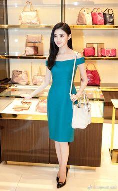 Pretty Asian, Beautiful Asian Women, Beautiful Legs, Navy Blue Cocktail Dress, China, Sexy Asian Girls, Classy Women, Jing Tian, Queen