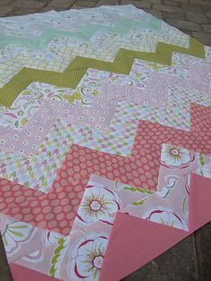 The magic trick is QUARTER SQUARE TRIANGLES!!  Threadbias: Bella Butterfly Zig Zags for Baby by Rebecca