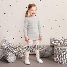 TILKKU baby leggings, puuteriroosa - vanilja| NOSH Lasten talvimallistossa seikkailevat lempeän pehmeät jääkarhut, graafiset raidat ja ilmeikkäät leikkaukset. Tutustu mallistoon ja tilaa verkosta, NOSH vaatekutsuilta tai edustajalta www.nosh.fi / (This collection is available only in Finland )
