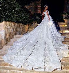 So amazing ! @Azziandosta just redefined bridal perfection ! #Lebaneseweddings @hibarazzouk