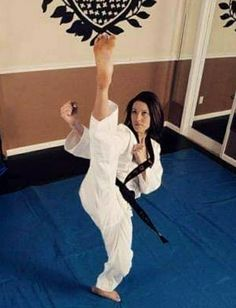 Aikido Martial Arts, Martial Arts Women, Taekwondo Girl, Female Martial Artists, Barefoot Girls, Karate, Madness, Ballet Skirt, Exercise