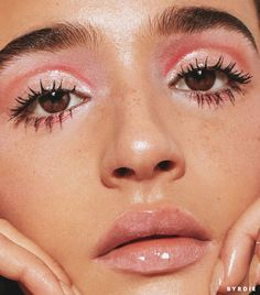 gorgeous glossy makeup look / pink everything / model/dj - Make up - Beauty Glossy Makeup, Pink Makeup, Cute Makeup, Gorgeous Makeup, Pretty Makeup, Makeup Art, Hair Makeup, Glossy Eyes, 60s Makeup