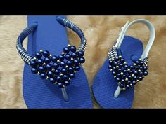 CORAÇÃO DE PÉROLAS DENISE - YouTube Decorating Flip Flops, Beaded Jewelry, Beaded Bracelets, High Low Prom Dresses, Crochet Sandals, Glass Slipper, Beading Tutorials, Jewelry Patterns, Flat Sandals