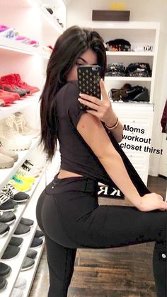 Do you think you should copy Kylie in your selfies? Moda Kylie Jenner, Trajes Kylie Jenner, Looks Kylie Jenner, Kyle Jenner, Kylie Jenner Outfits, Kylie Jenner Style, Kylie Jenner Snapchat, Kylie Jenner Haircut, Kylie Jenner Instagram