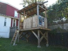 pallet playhouse...sein as how we have an abundance of them!!!