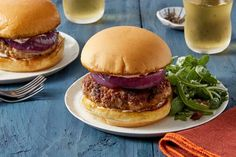 Chorizo-Spiced+Pork+Burgers+with+Arugula+&+Date+Salad.+Visit+https://www.blueapron.com/+to+receive+the+ingredients.