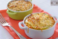 Now you can have a delicious lasagna in small portions. A creamy and tasty Faux zucchini lasagna with homemade bechamel sauce by Drink-me Eat Me Notebook. Zucchini Lasagna Recipes, Zucchini Lasagne, Goody Recipe, Pasta Substitute, Healthy Recipes For Weight Loss, Clean Recipes, Quick Recipes, Food Dishes, Main Dishes