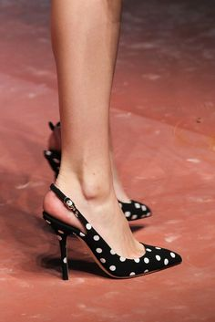 Dolce & Gabbana Fall 2015 Ready-to-Wear - Details - Dots Heels Pretty Shoes, Beautiful Shoes, Cute Shoes, Me Too Shoes, Stilettos, High Heels, Shoe Boots, Shoes Heels, Dolce & Gabbana
