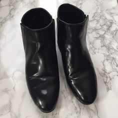 Zara patent ankle boots w/ gold trim in size 36 Zara patent ankle boots with gold trim on each heel in size 36! Only worn a few times and is true to a size 6. Since its upper patent leather there are crease marks on top made when walking. Other than the normal wear, this is in good condition! Please no PP or trades!  Zara Shoes Ankle Boots & Booties