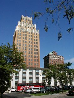 United Office Building and Grand Hotel Niagara. https://www.flickr.com/photos/tietoukka/27297485476/