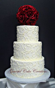 Elegant White Buttercream Wedding Cake | Flickr: Intercambio de fotos