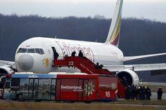 Co-piloto sequestra seu próprio aviao na tentativa de conseguir asilo na Suíça (!) http://www.bluebus.com.br/co-piloto-sequestra-seu-proprio-aviao-na-tentativa-de-conseguir-asilo-na-suica/