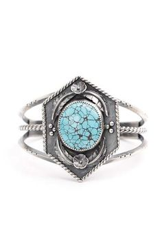 Combining flourish element with southwestern concept, this cloud mountain turquoise cuff is featuring with a round Natural Cloud Mountain turquoise, hand sawed