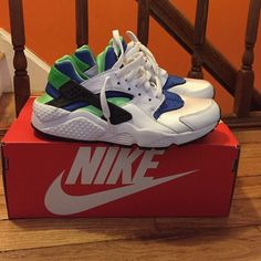 Nike Air Huarache Worn once, like brand new. Runs super small! This is boys size 6y which is usually equivalent to a women's 7.5. Nike Shoes Sneakers