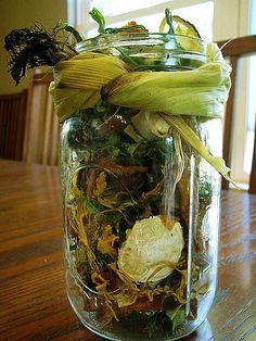 PEACH HARVEST POTPOURRI - Keep the fragrance of summer going in your house with a pretty, sweet-smelling potpourri! I made this mix over the weekend by drying peach peels and pits, cucumber and squash peels, and zucchini chips–all byproducts of other canning, freezing, and dehydrating projects. (And free!)