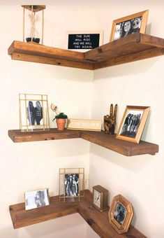 Rustic floating corner shelves custom made for sophomore UD apartment Corner Shelf Design, Diy Corner Shelf, Corner Shelves Living Room, Corner Bookshelves, Dinning Room Shelves, Rustic Corner Shelf, Corner Shelves Kitchen, Corner Wall Decor, Corner Display Cabinet