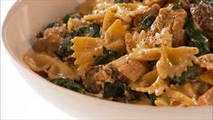 I made this dish, and it turned out really, really good. I recommend it on a chilly day, paired with a nice glass of wine. Giada De Laurentiis - Farfalle with Chicken, Porcini Mushroom and Swiss Chard Giada Recipes, Pasta Recipes, Chicken Recipes, Dinner Recipes, Cooking Recipes, Healthy Recipes, Porcini Mushrooms, Chicken Mushrooms, Italian Dishes