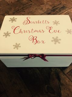 Put the advent things in here Wooden Christmas Eve Box, Babys 1st Christmas, Christmas Home, Christmas Ideas, Christmas Crafts, Night Before Christmas Box, Xmas Eve Boxes, Hamper Boxes, Work Activities